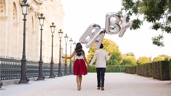 couples-pregnancy-announcement-in-city-of-love-722x406