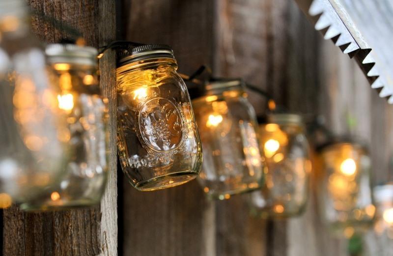 eclairage-exterieur-guirlande-lumineuse-bocaux-confiture